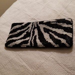 Cache clutch zebra print